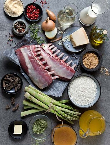 Cotlet de miel alături de risotto cu sparanghel și leurdă și sos de ciuperci zbârciogi