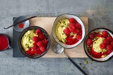 Porridge de quinoa cu șofran și zmeură