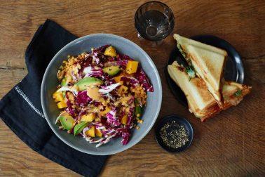 Salată de linte cu dressing de gorgonzola cu scorțișoară