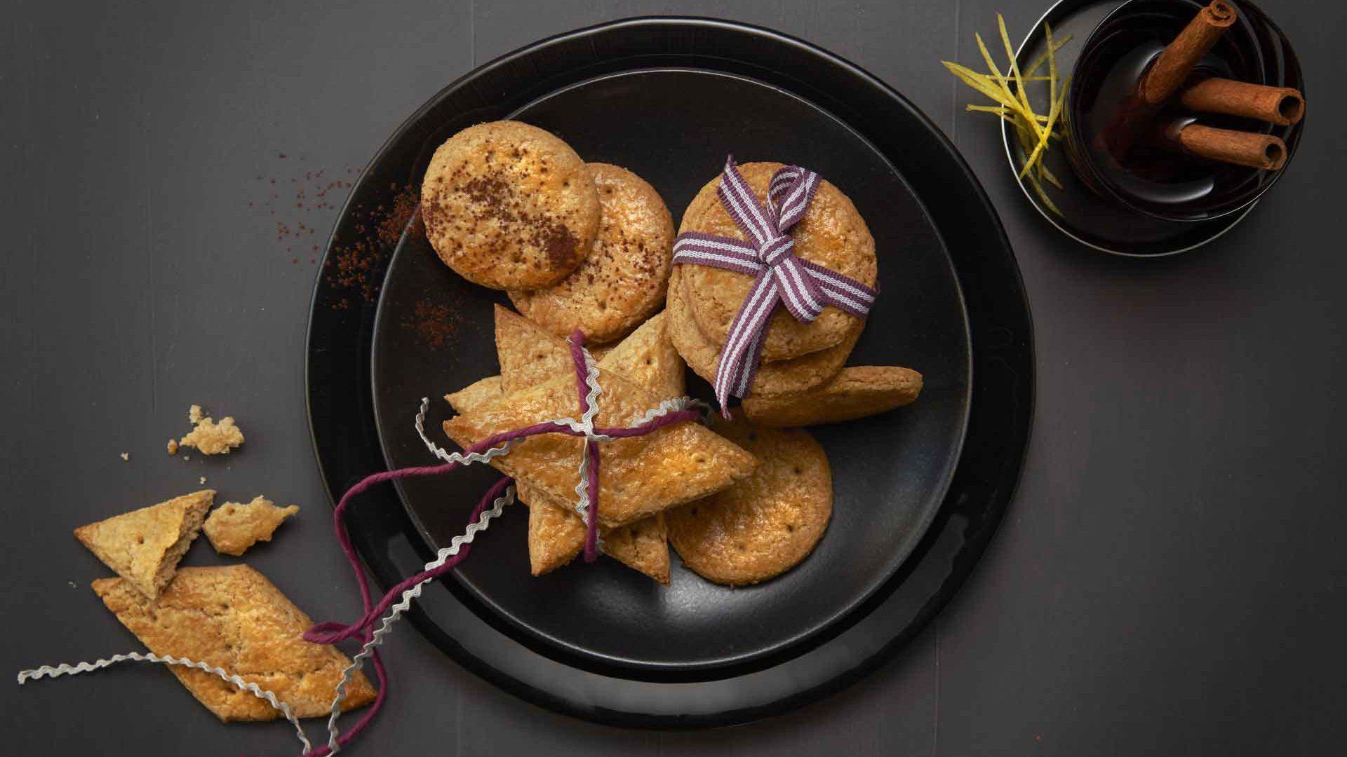 Biscuiți cu scorțișoară, nucșoară și migdale