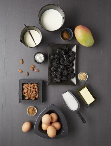 Desert cu mure și mango (Clafoutis)