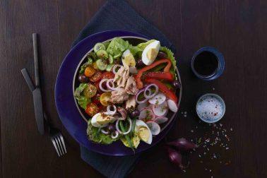 Salată Niçoise cu legume, ton și anșoa