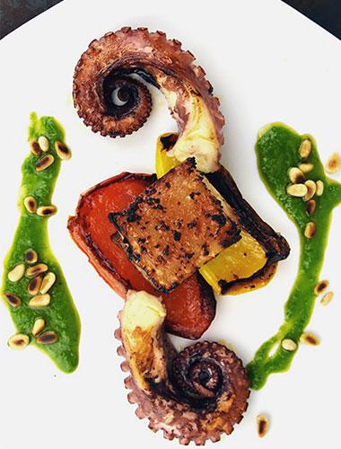 Duo de caracatiță și porc cu sos de arpagic