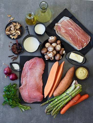 Ruladă de vițel cu piure de cartofi dulci și sparanghel la cuptor