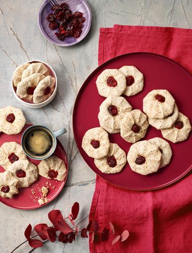 O ispită dulce, perfect completată de gustul acrișor al merișoarelor. Cine ar putea spune nu la aceste bezele?